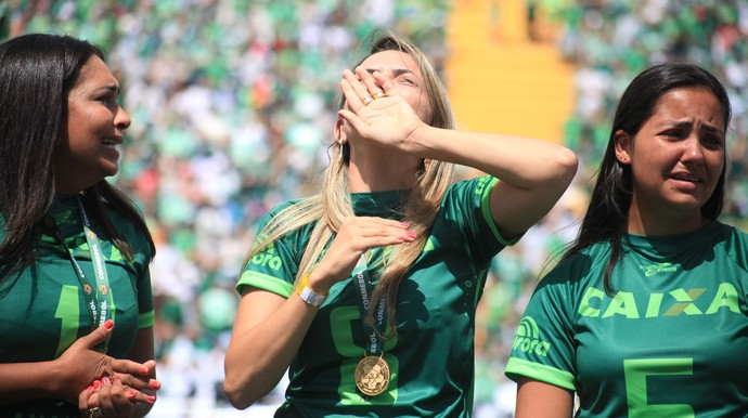 Val esposa Gil Chapecoense aliança (Foto: Sirli Freitas / Chapecoense)
