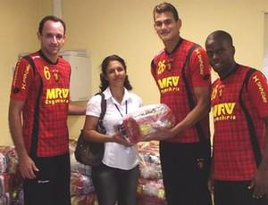 Jogadores do Sport doaram 95 cestas básicas  (Foto: Divulgação/Sport)