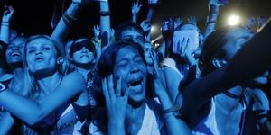 Fãs vão à loucura durante show de John Mayer (Ricardo Moraes/Reuters)