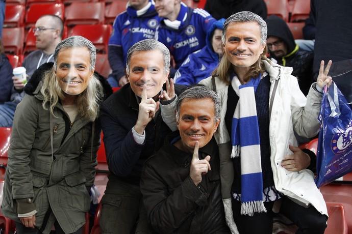Mourinho máscaras Chelsea (Foto: Reuters)