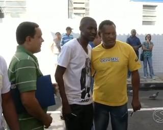 O Jogador da seleção brasileira Ramires vistou sua cidade natal (Foto: Reprodução: RJTV 2ª Edição)