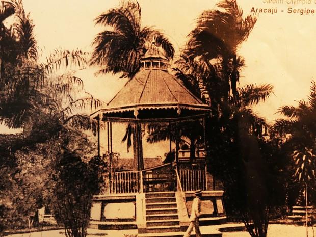 Mais de 14 mil fotografias são catalogadas no Arquivo. Nesta, a Praça Olímpio Campos (Foto: Arquivo Público Municipal/Divulgação/PMA-SE)