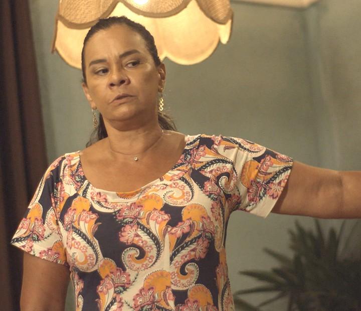 Vanda diz que Luan terá que trabalhar duro por um ano como castigo (Foto: TV Globo)