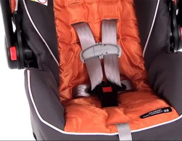 Assentos infantis têm problemas na fivela. (Foto: Reprodução)