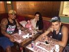 Naldo e Mulher Moranguinho têm programa em família no Rio