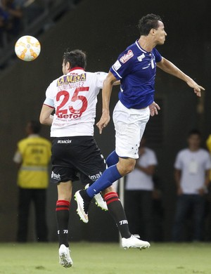 Cruzeiro e Huracán (Foto: Gualter Naves / Light Press)