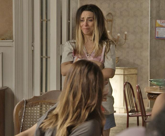 Janete fica arrasada ao saber que Mel frequentava casa de Vavá (Foto: TV Globo)