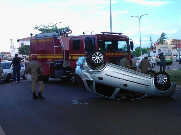 Acidente aconteceu por volta das 16h, na subida da Ponte Bandeira Tribuzzi (Foto: Dalva Rego/TV Mirante)