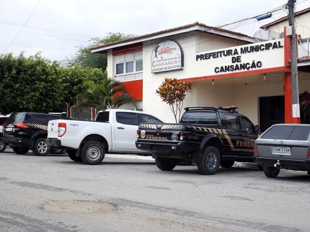 PF cumpre mandados de busca e apreensão na cidade de Cansação (Foto: Gabriel Pereira/Site Portaldenoticias.net)