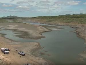 Barragem de Belo Jardim, no Agreste de PE, entrou em colapso (Foto: Reprodução/TV Globo)