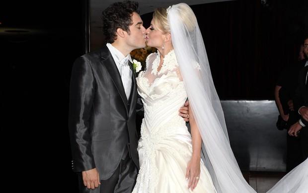 Sertanejo Fernando se casa com Mikelly Medeiros em São Paulo (Foto: Manuela Scarpa e Claudio Augusto/ Foto Rio News)