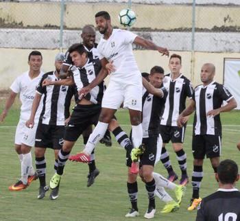 ABC foi melhor na primeira etapa, mas levou pressão do Ceilândia no segundo tempo (Foto: Divulgação / ceilandiaec.com.br)