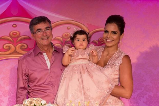 Paulo Bagueira, Raíssa Machado e a filha, Nicole (Foto: Alê Gomes  e Monica Marinho/Divulgação)