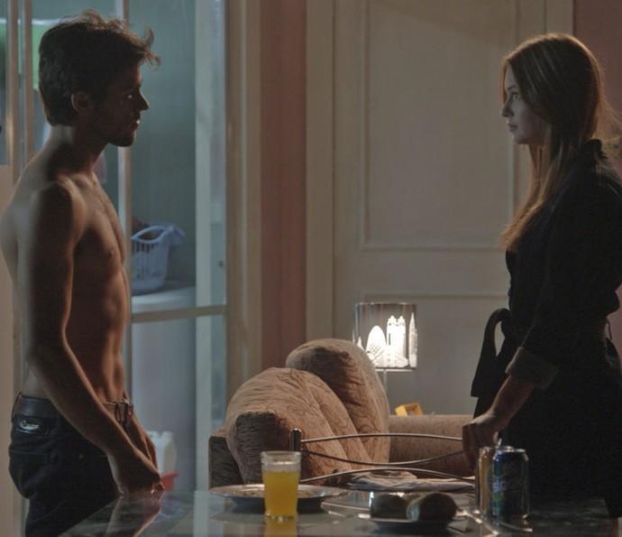 Jonatas pede Eliza em namoro (Foto: TV Globo)