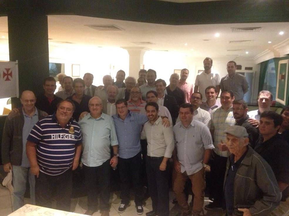 Reunião contou com nove dos dez grupos de oposição ao presidente Eurico Miranda (Foto: Reprodução)
