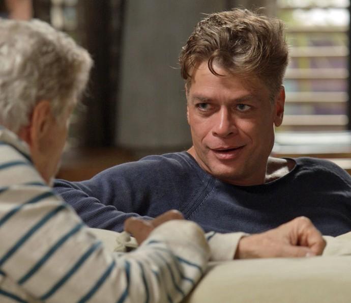 Arthur não consegue acreditar na proposta do pai (Foto: TV Globo)