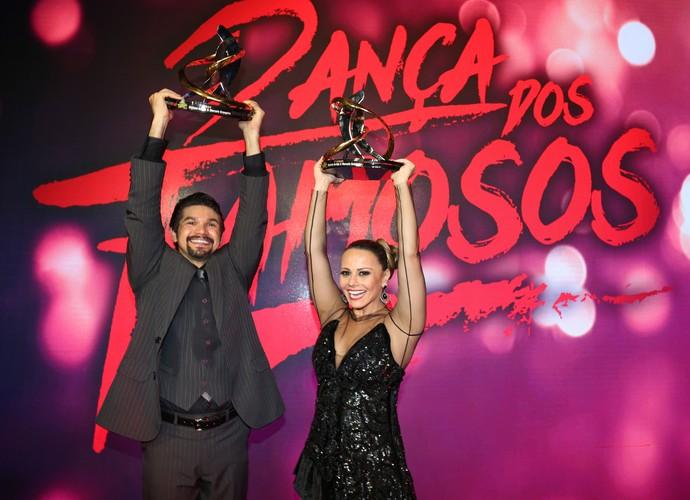 Vivi Araújo e Marcelo Grangeiro festejam primeiro lugar na disputa (Foto: Carol Caminha/Gshow)