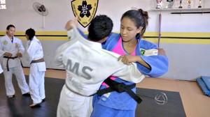 Judoca Layana Colman volta aos treinos depois de dois meses afastada por lesão (Foto: Reprodução/TV Morena)