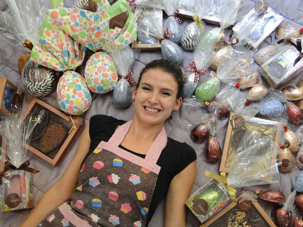 """Renata aposta nos detalhes para surpreender os clientes. """"Meu foco são os presentes"""", diz.  (Foto: Laura de Las Casas/G1)"""