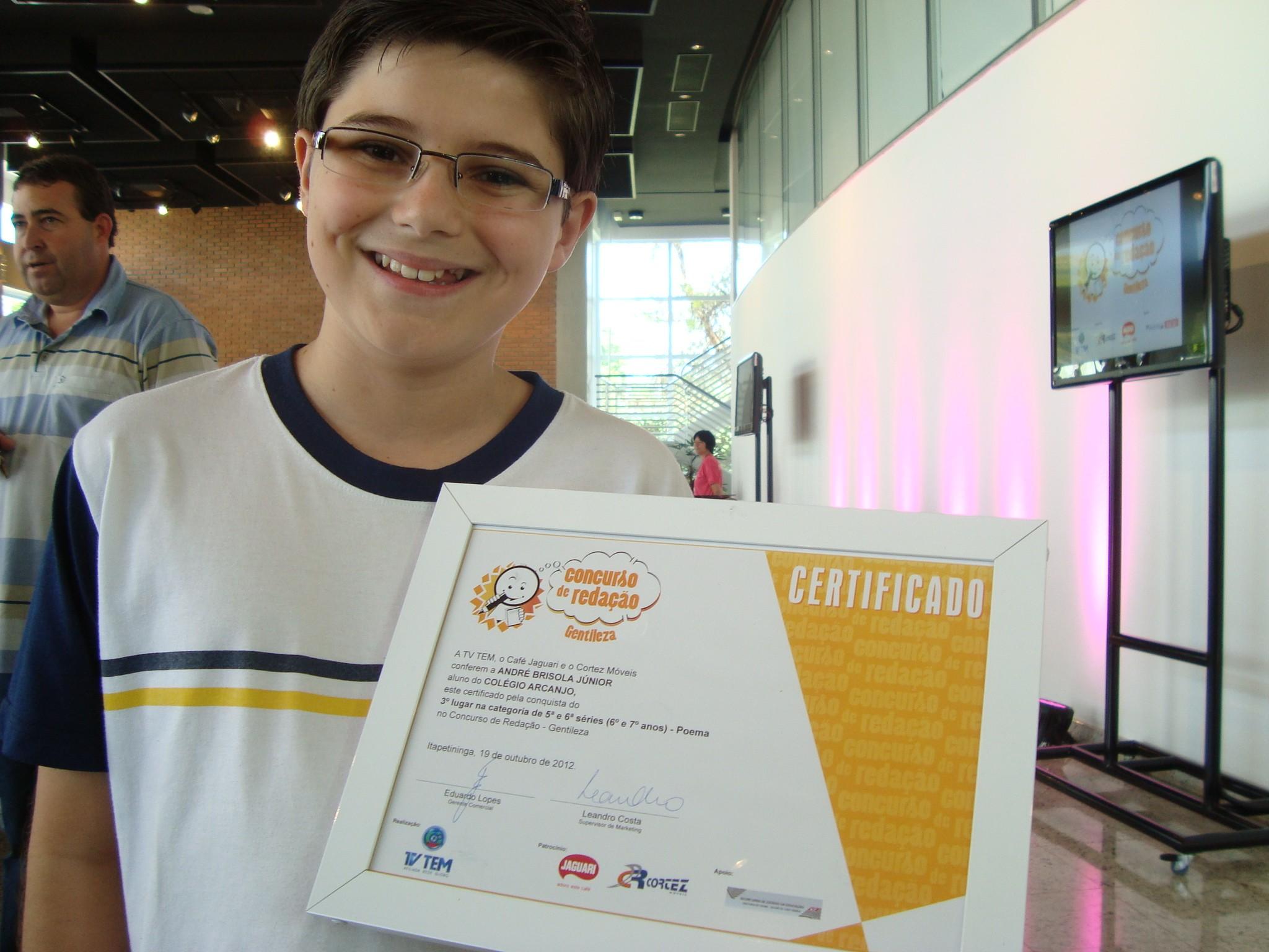 André Brizola Junior, aluno do 5º ano do Colégio Arcanjo, de São Miguel Arcanjo (SP) ficou em terceiro lugar na categoria 'poema'. (Foto: Deise Voigt / G1)