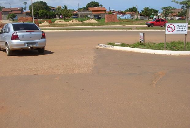 Condutor foi flagrado desrespeitando a sinalização de trânsito (Foto: Internauta/VC no G1)
