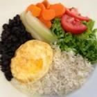 Arroz, feijão e ovo frito (Foto: Thais Kaniak / G1PR)