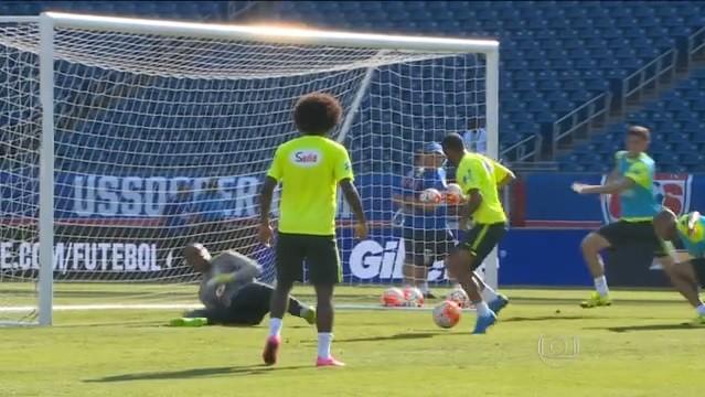 Jogadores treinam no Gillette Stadium, em Foxborough, Massachusetts (Foto: Reprodução / Rede Globo)