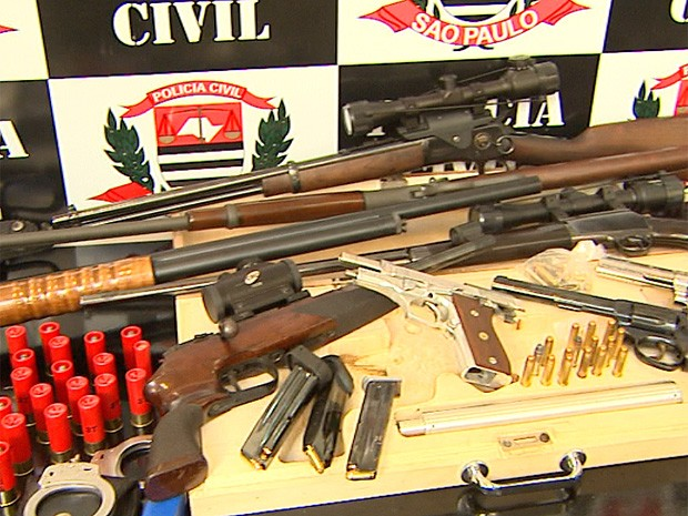 Ex-policial militar é preso por porte e posse ilegal de armas e munições em Ribeirão Preto (Foto: Antonio Luiz/ EPTV)