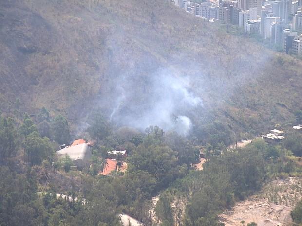 Incêndio atinge Serra do Curral em Belo Horizonte (Foto: Reprodução/TV Globo)