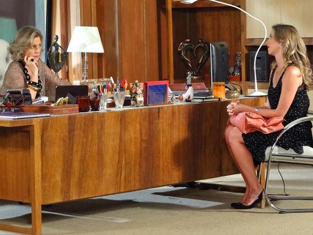 Vânia pede uma nova chance a Charlô (Foto: Guerra dos Sexos / TV Globo)