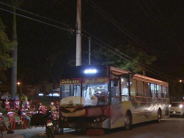 Ônibus lanchonete é atração  em Pindamonhangaba. (Foto: Reprodução/TV Vanguarda)
