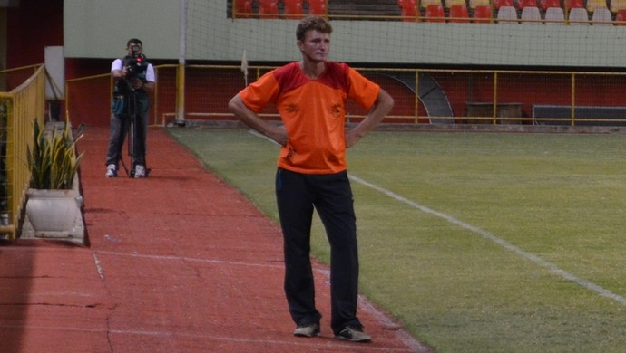 Luís Vilmar, o Louro, técnico da equipe feminina do Galvez (Foto: Nathacha Albuquerque)