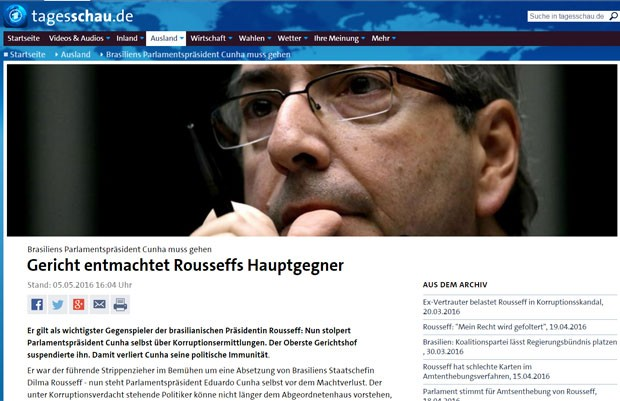 O site do telejornal alemão Tagesschau diz que Cunha 'tropeçou' em investigações (Foto: Reprodução/Tagesschau)