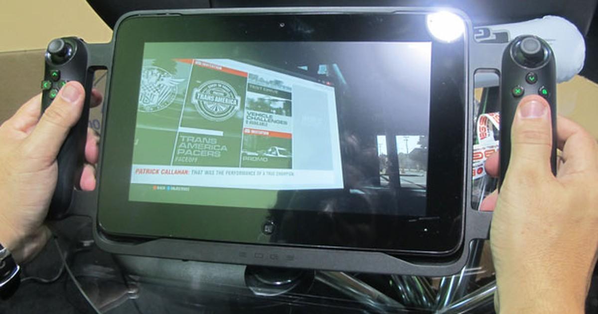 G1 testa tablet gamer que vem com joystick de videogame