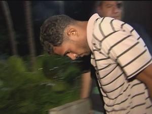 Carlos Alex participou do linchamento da dona de casa morta em Guarujá (Foto: Reprodução / TV Tribuna)