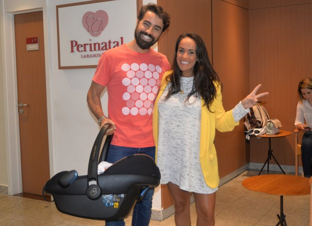Ricardo Pereira com Francisca e Julieta (Foto: Agnews)
