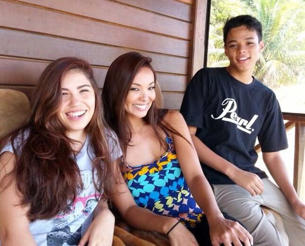 Carol Nakamura com o filho Juan e a nora Karina (Foto: Arquivo Pessoal)