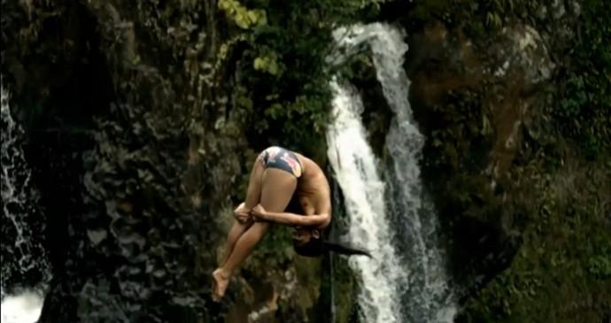 FRAME Orlando Duque salto floresta Cliff Diving (Foto: Reprodução)