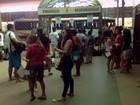 Passageiros lotam terminal rodoviário de Macapá na véspera de Natal