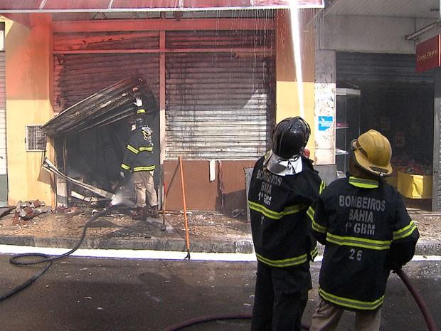 Incêndio na Baixa dos Sapateiros (Foto: Imagem/TV Bahia)
