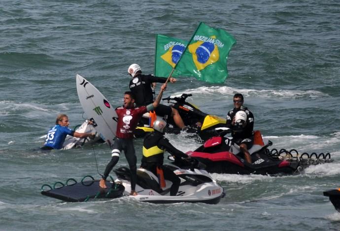 Filipe Toledo comemora título do Rio Pro (Foto: André Durão)
