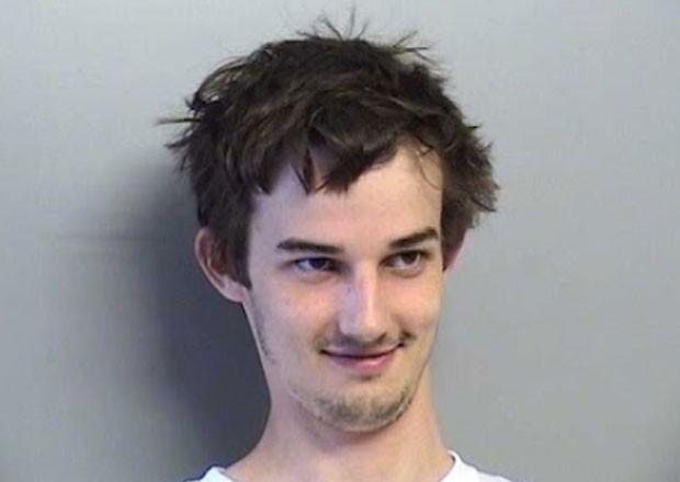 Joshua Dakota Traub foi preso por espiar banheiro feminino de loja. (Foto: Divulgação)