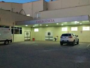 Policial sacou arma para médico durante atendimento de filha em hospital do Acre  (Foto: Janine Brasil/G1)