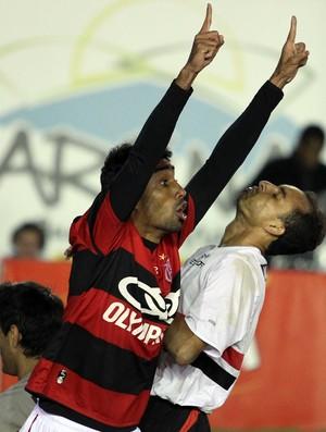 Anderson marcou o primeiro gol da vitória do Fla sobre o São Paulo (Foto: Gaspar Nobrega)