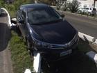 Motorista perde controle e carro cai em vala na Avenida Vasco da Gama