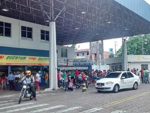Movimento na Rodoviária de Manaus, de ônibus saiu na terça, foi intenso na manhã desta quarta (Foto: Suelen Gonçalves/G1 AM)