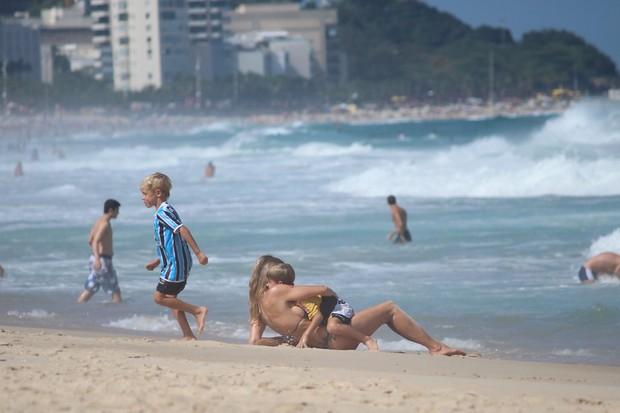 Fernanda Lima e os filhos (Foto: Fabio Moreno/Photo RioNews)