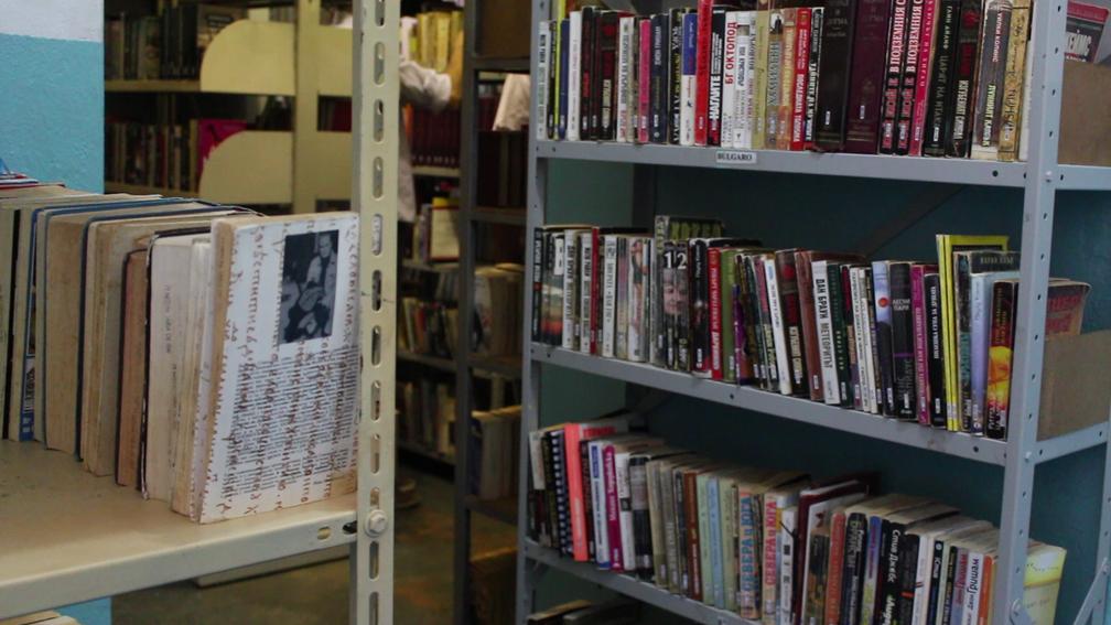 Biblioteca na cadeia de Itaí é composta por 21 mil livros de 38 idiomas (Foto: Carlos Dias/G1)