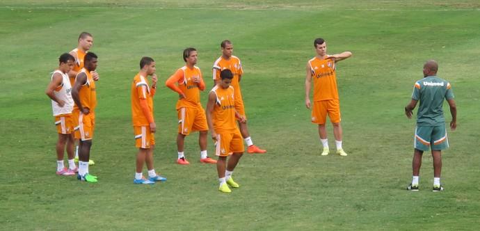 Cristóvão Borges orienta jogadores em treino do Flu (Foto: Hector Werlang/GloboEsporte.com)