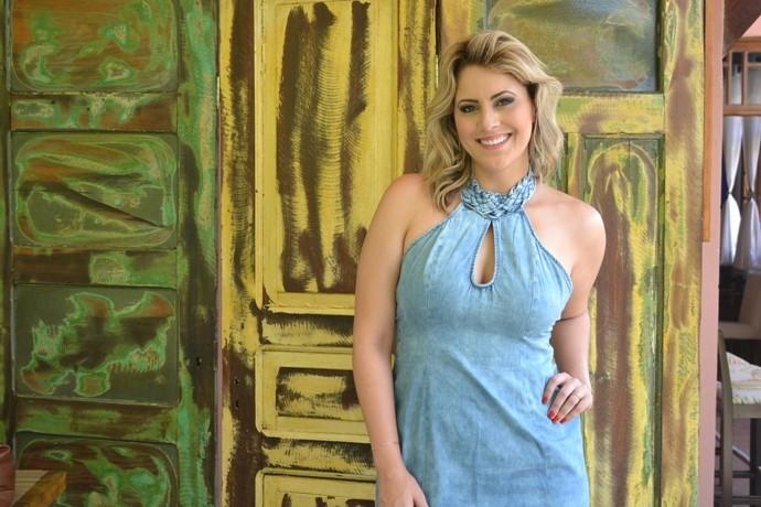 Look da Jessica: apresentadora usa vestido com a cara do verão  (Foto: Reprodução / TV Diário )